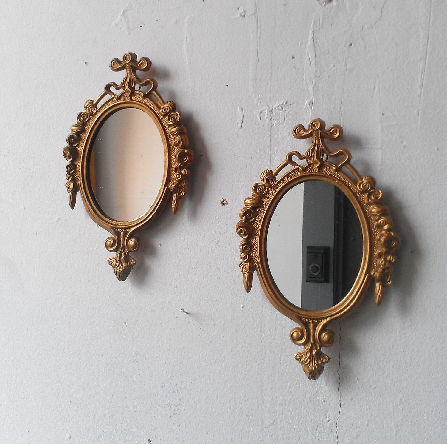 Small vintage gold mirrors hollywood regency paris bedroom for Small gold mirror