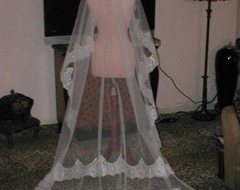 Vintage Chantilly Lace chapel-length Mantilla Veil