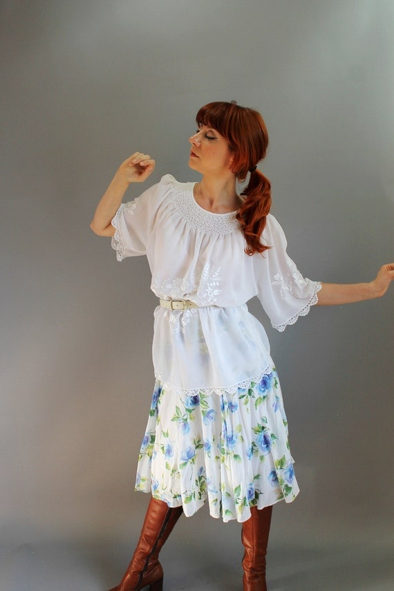 RESERVED for Malinda-- 1970s White Embroidered Peasant Blouse. Boho. Gypsy. Summer Fashion. Fall Fashion. Back To School.  Size Large