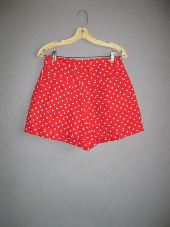 80s high waist red polka dot shorts / cuffed / ml l