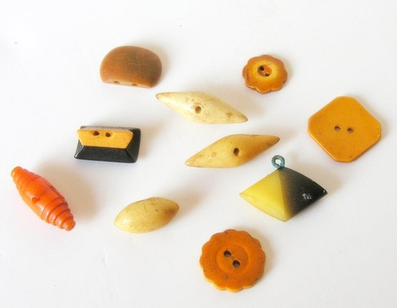 Vintage Butterscotch Yellow Gold Bakelite & Celluloid Buttons Lot