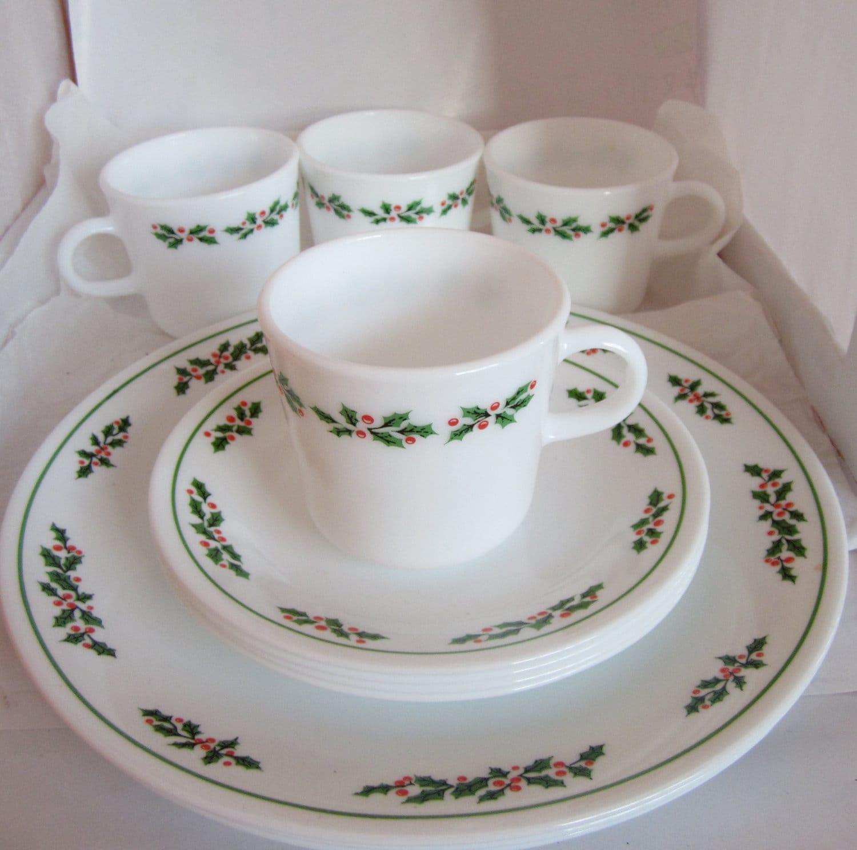 For Joe Corelle Pyrex Holly Days Christmas Platter Dinner & Corelle Christmas Dinnerware - Castrophotos