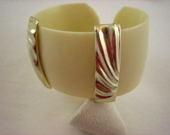 Vintage Lucite Creamy Ivory Silver Tone Accents Cuff Bracelet  .....1798
