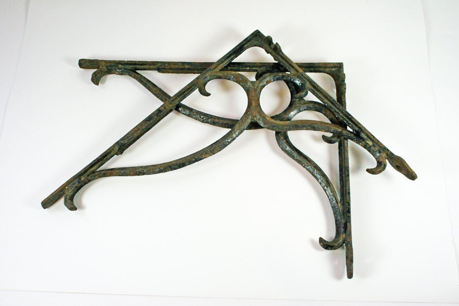 vintage iron brackets rustic shelf brackets wrought iron. Black Bedroom Furniture Sets. Home Design Ideas
