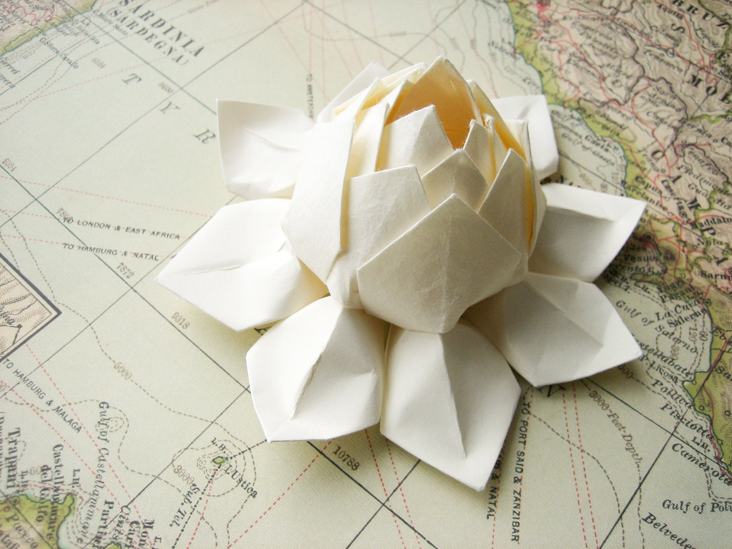 Lotus flower handmade origami paper flower all ivory for Decoration origami