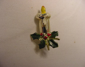Two Vintage Candles And Holly Berries Christmas  Brooches    XMAS  - 262