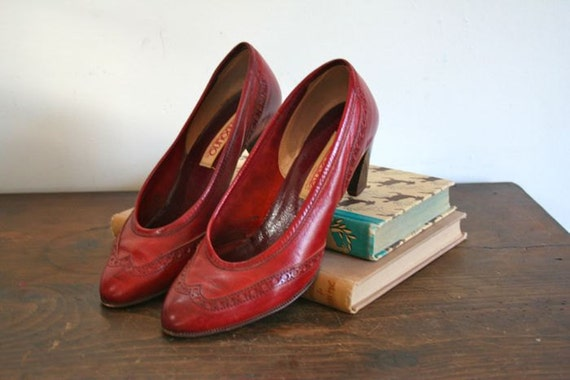 50% off this week only // vintage spectator heels - OXBLOOD leather w/wooden heels / sz 6