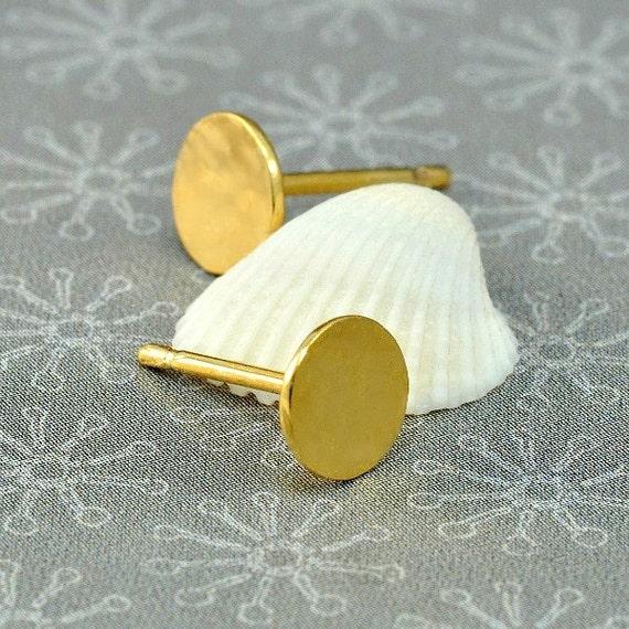 HOLIDAYS SALE 20%: Circle stud earrings, gold hammered circle post earrings, everyday gold earrings, gold circle earrings under 25 USD