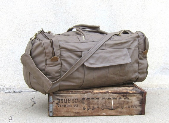 Vintage Large Taupe Grey Multiple Compartment Leather Duffle Overnight Gym Travel Bag