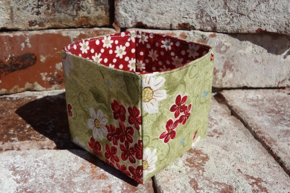 Small Square Fabric Bin, Organize, Handmade Storage Box, Desktop Accessory, Hair Accessory Holder, Sewing Notions Holder, Daisy, Green
