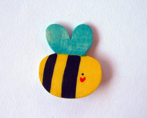 funny bee, wooden brooch hand made in Italy