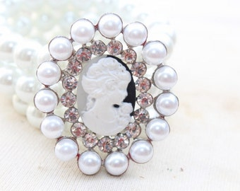 Cameo buckle  with  rhinestones  and white color  pearls   1 pieces listing
