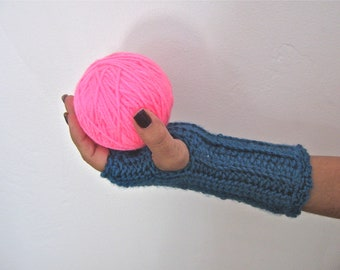 Textured Teal Fingerless Mitts in Crochet