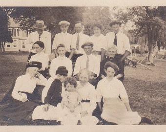Vintage Photo - Instant Family - Vintage  Photograph, Vernacular, Found Photo  (ZZ)