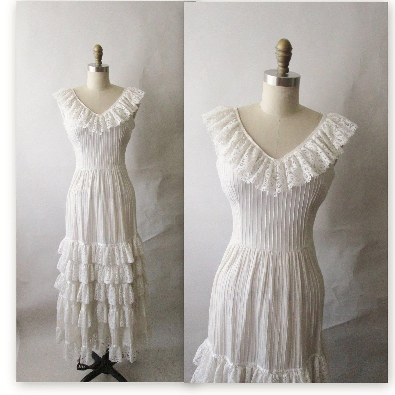 Vintage 1960s Wedding Dresses: 60's Wedding Dress // Vintage 1960's 70's White