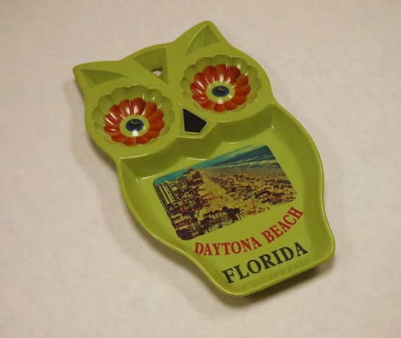 CUTE Vintage 1960s 1970s Green Hard Plastic OWL Spoon Holder SOUVENIR of Daytona Beach Florida