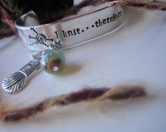 Knitters Cuff Bracelet - Hand Stamped - Aluminum Bracelet  - I knit therefore I swear - with yarn charm - Gift for Knitters - Yarn lovers
