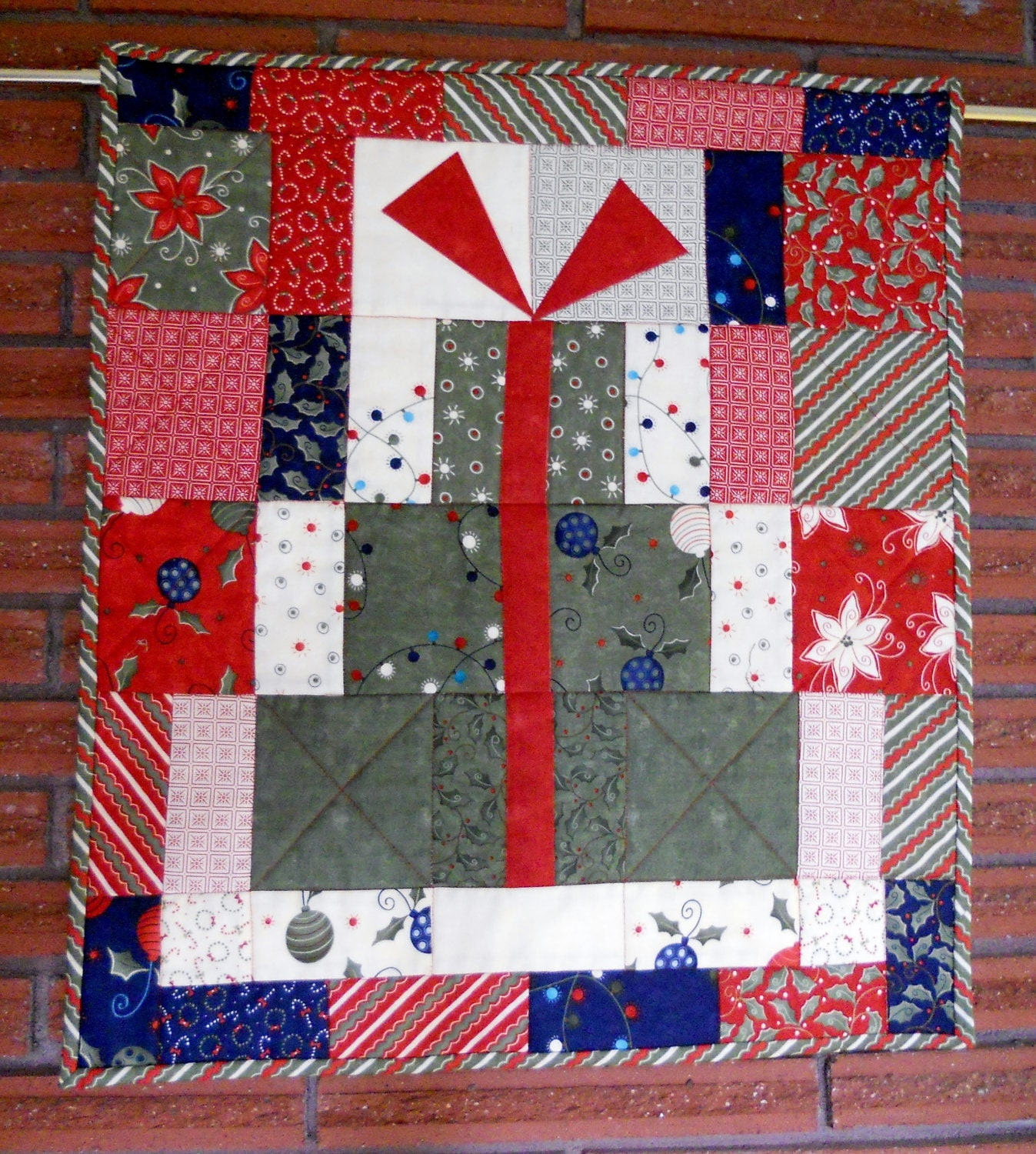 Modern Christmas Quilted Table Runner Wall Hanging Presents
