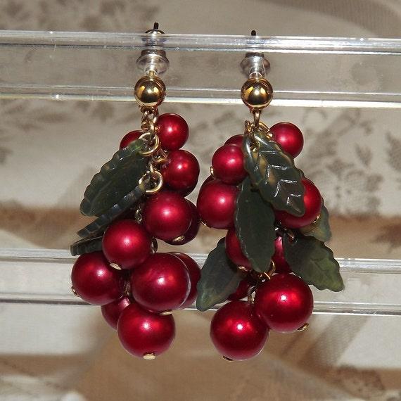 Vintage Avon Earrings Red Bead Berries Happy Holly Days