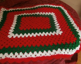 crochet christmas baby afghan, newborn, photo prop