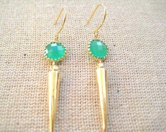 Emerald green and gold spike earrings, drop, dangle earrings, bridesmaids. Stylish and a perfect gift for her - G2133