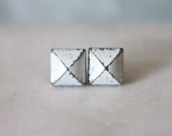 Supreme Rock N Roll and Punk Pyramid earrings stud style - Color White Sliver Patina Verdigris
