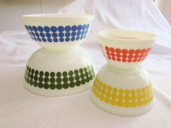 SALE Vintage Pyrex Polka Dot Bowls Set of 4 1960s era Green Blue Yellow Orange Nesting Bowls