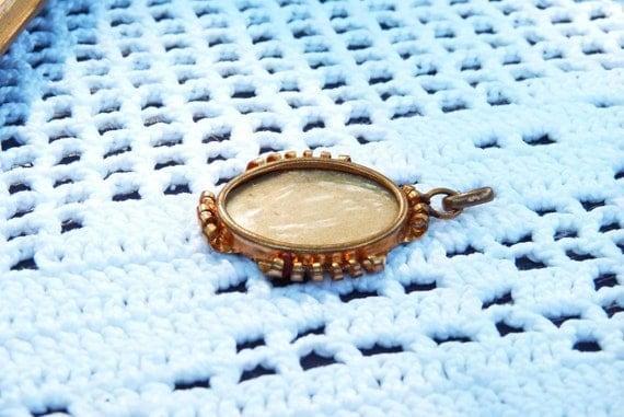 Vintage Oval Cameo/Pendant/Photo Frame