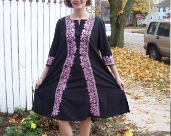 Vacation Sale Shipping Resumes 8/8 Vintage Black Dashiki Tunic Dress With Ornate Pink Floral Embroidery