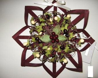 "12"" Maroon Wreath Alternative - Woven Star with Green Ivy and Burgundy Berries"