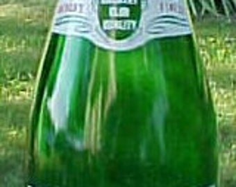 1954 Country Club Beverages Springfield, Mass., Green ACL Painted Label Crown Top Soda Bottle
