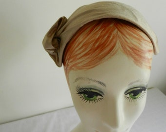 Ecru Silk Hat with Vintage Flower Comb Accent
