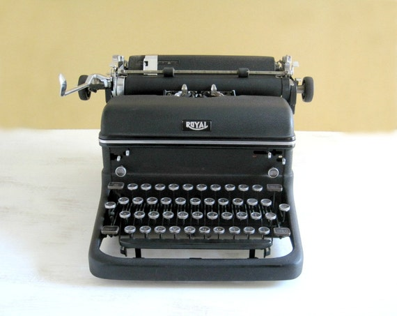 Vintage Royal Manual Typewriter - Industrial Office Chic