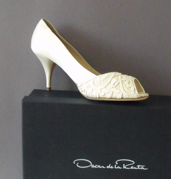 Vintage Oscar de la Renta Ivory Bridal Satin Shoes with Venetian Lace Size 37.5