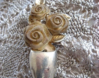 Silver plated brooch with vase, 3 roses