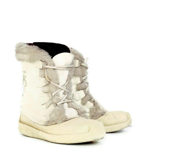 Sorel Boot Liners >> Vintage Sorel Nanook Boots in White Womens 7