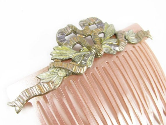 Pink Vintage Hair Comb with Metal Bow, Wedding - Peigne à Cheveux. Vintage Jewelry by My Chouchou on Etsy.
