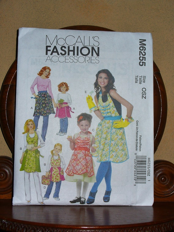 McCalls M6255 Apron Pattern /Mother & Daughter Aprons