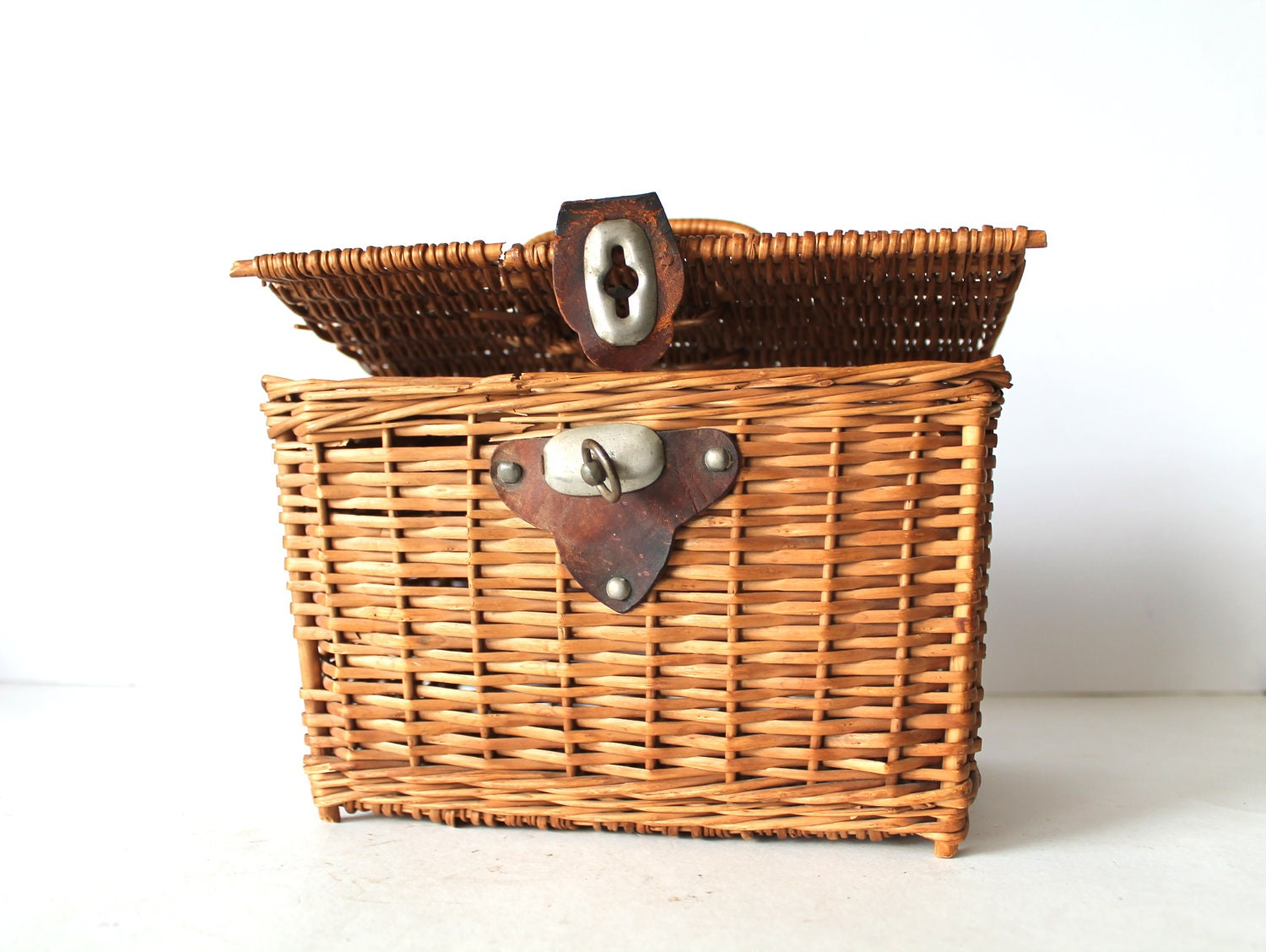 Picnic basket lunch : Vintage wicker picnic basket lunch box