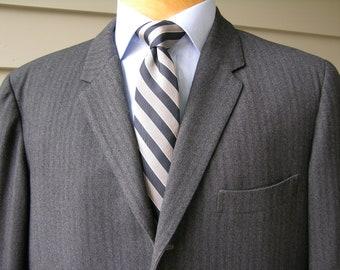 vintage 1960's Men's Skinny lapel - 3 /2 roll - 'Sack' suit coat. Gray herringbone. Custom Made - Hong Kong. Size 40