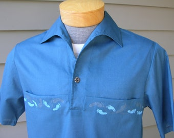 vintage 1960's Iolani Men's short sleeve shirt. Blue popover w/ swoop collar. Rockabilly Hawaiian. Small