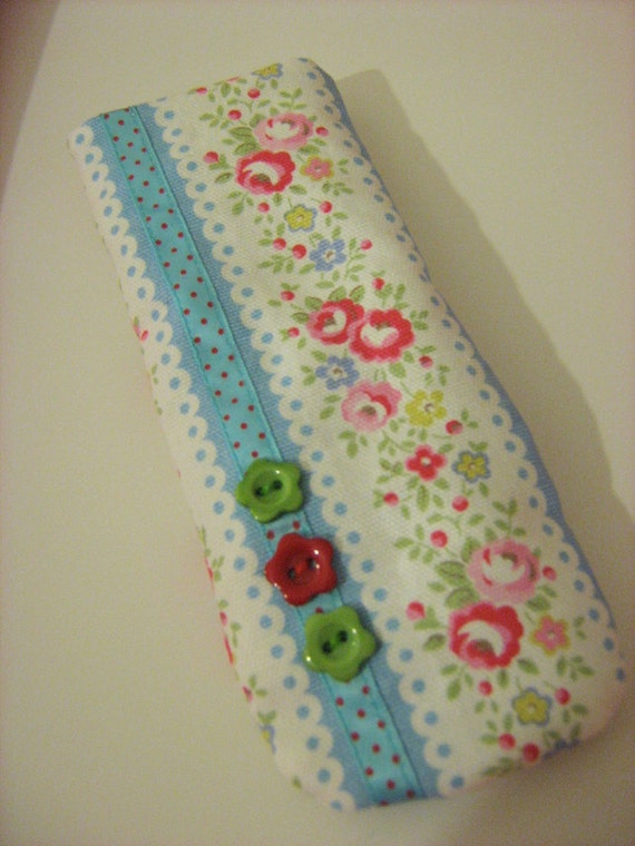 cath kidston fabric glasses case. Black Bedroom Furniture Sets. Home Design Ideas
