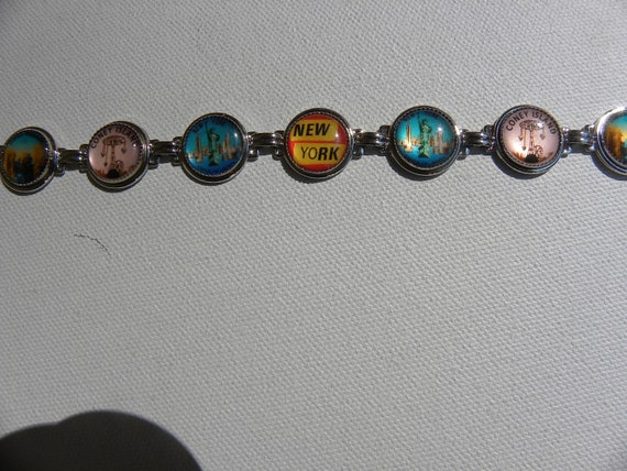 NEW YORK B UTTON Bracelet Colorful and Whimsical Theme Travel