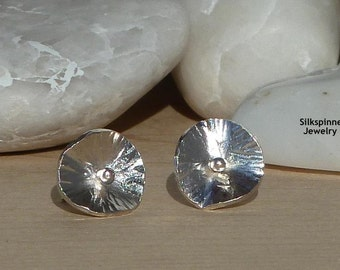 Small Silver Lily Earrings/ Sterling Silber Lilie Ohrstecker Klein
