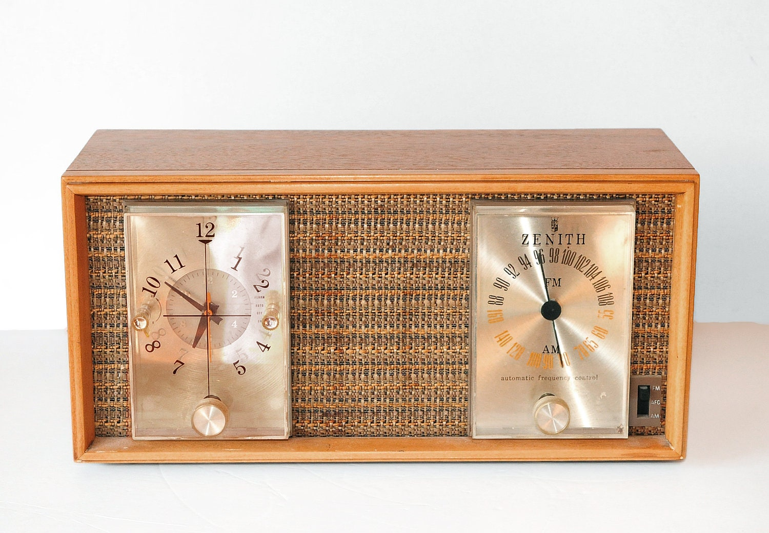 1958 Zenith Long Distance Clock Radio Model N728 Am Fm