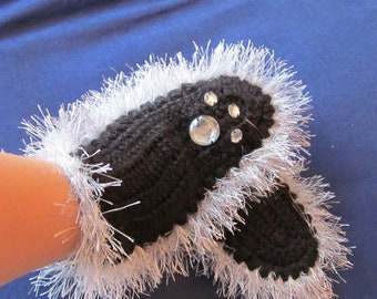 Fantastic Crocheted Mittens with cat's paw