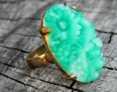 Vintage Jade Flower Ring Set in Gold