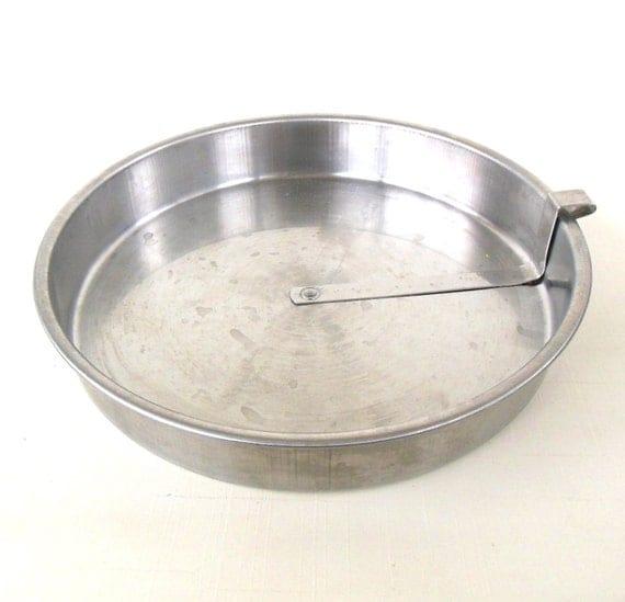 Images Of Round Cake Pans : Stainless Slider Cake Pan 9 Round Bake Well Vintage