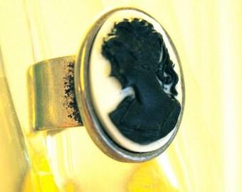 Vintage Costume Cameo Adjustable Ring