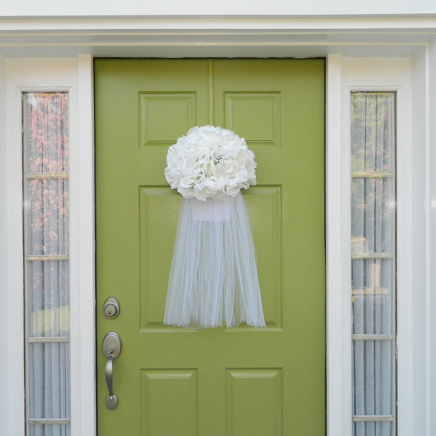 Wedding wreath bridal veil wreath wedding shower for How to decorate for a bridal shower at home